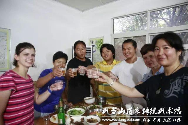 别人家的中秋节,有美食,有美酒,更有欢乐