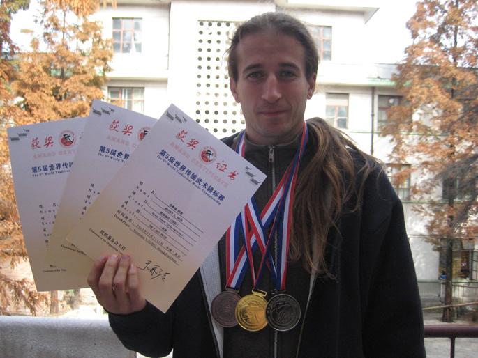 武术健儿-JEFF(美国)在第五届世界传统武术锦标赛中获奖