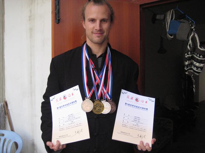武术健儿-JAKE(美国)在第五届世界传统武术锦标赛中获奖