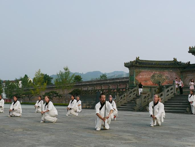 观看国外传统班练功—武当八仙剑