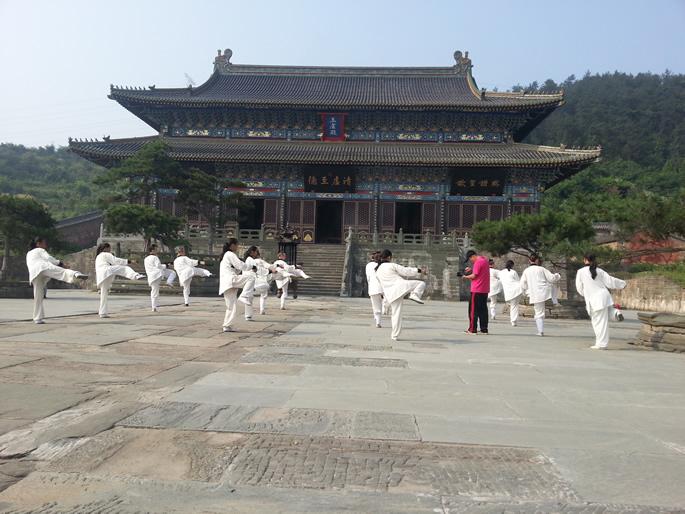 《生活·帮》拍摄现场,我馆学员演练武当太极拳