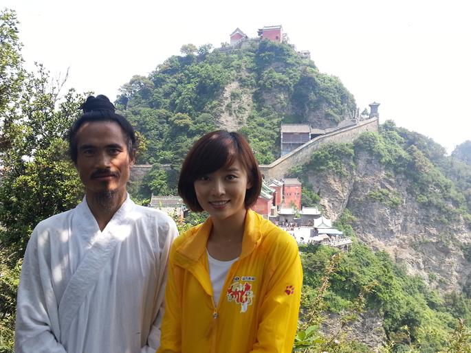 袁师懋道长和主持人李七月合影