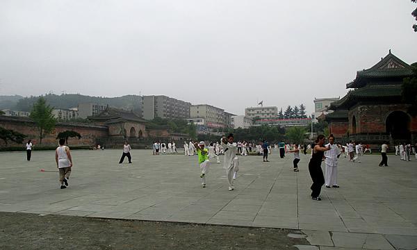 俄罗斯团队来武当山组团学习中国武当功夫以及太极养生文化