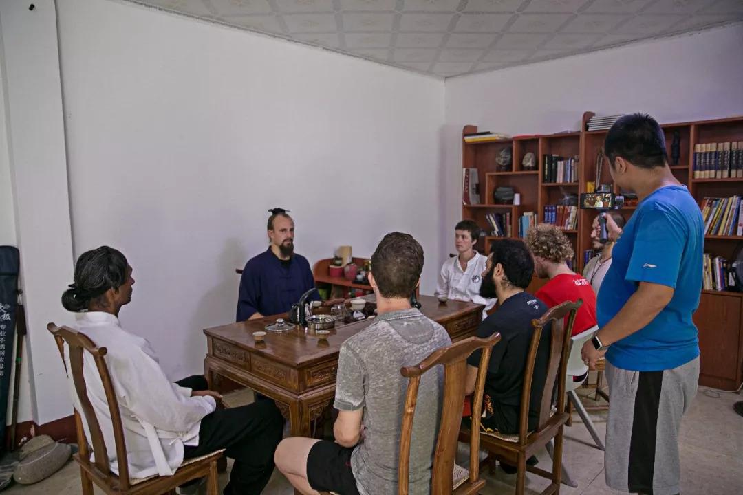 杰克与国外学员进行座谈